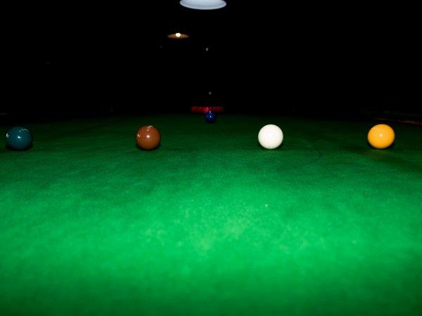 Snookerový klub s knihovnou